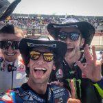 MotoGP | Alex Rins vince in America davanti a Valentino Rossi, dopo la caduta di Marc Marquez